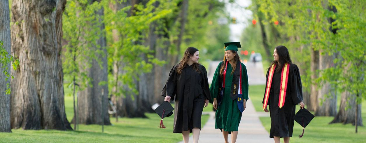 Graduates_walking_on_campus